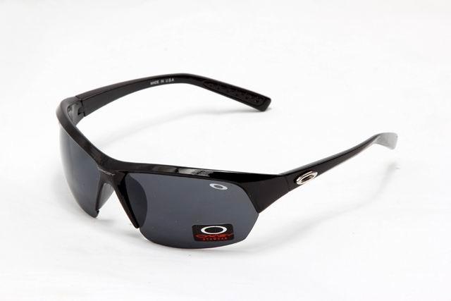 oakley-lifestyle-1029-black-frame-black-lens-640x427